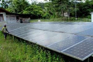 Khofifah Usul Pembangunan PLTS untuk Listrik Pulau Terpencil