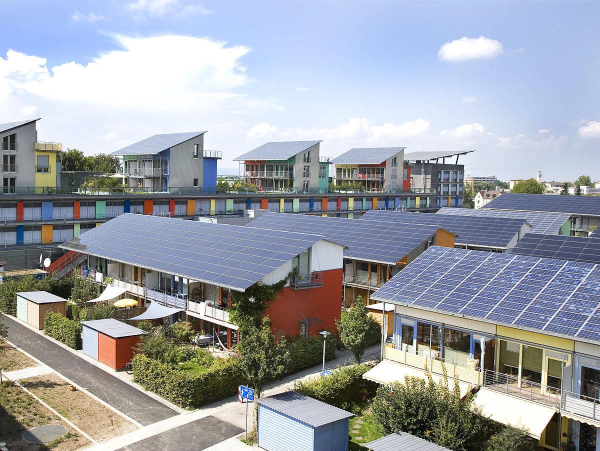 Konsumen kini bisa menjual kelebihan daya dari pemasangan Pembangkit Listrik Tenaga Surya (PLTS) atap